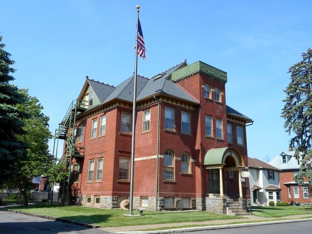 Vallamont-School-Exterior--428-Brandon-Avenue-Website-2016-sm